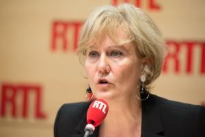 Nadine Morano propose de pucer, vacciner et baliser les migrants « pour leur sécurité ».